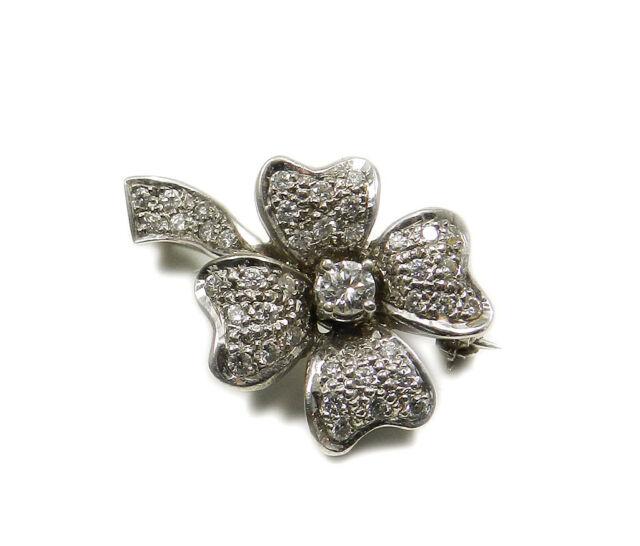 1.04 ct Diamanten Brillant Brosche Blüte in 750 Weißgold Diamond Flower Brooch