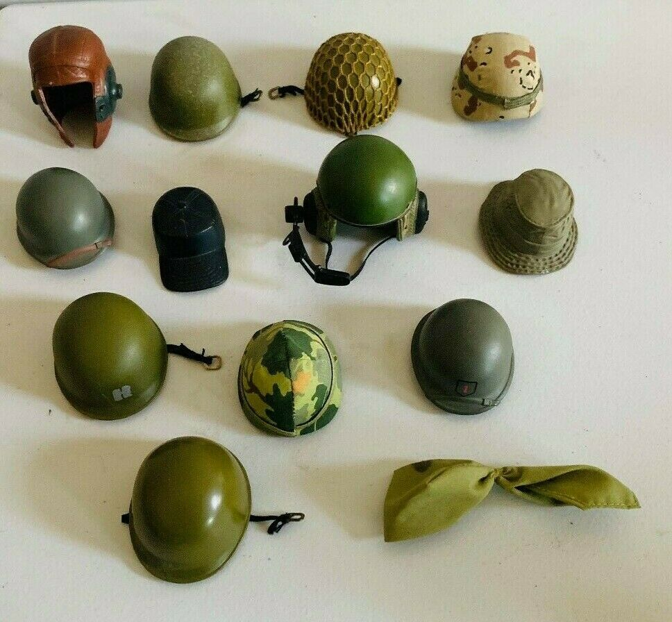 Antiguo GI Joe, 13 sombreros y cascos.