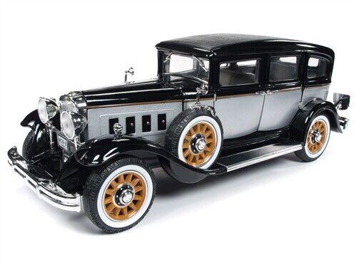 2019 1 18 Auto World  NOIR & ARGENT  1931 Peerless Master 8 Berline neuf en boîte