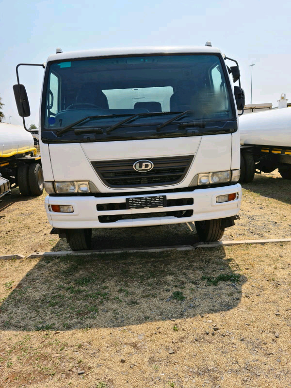 2007 Nissan UD90 Automatic water Tanker