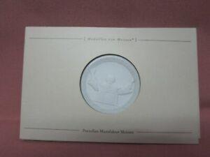 Meissen-Medaille-Die-Kirche-lebt-Papst-Benedikt-XVI-Porzellan-Sammler-48903