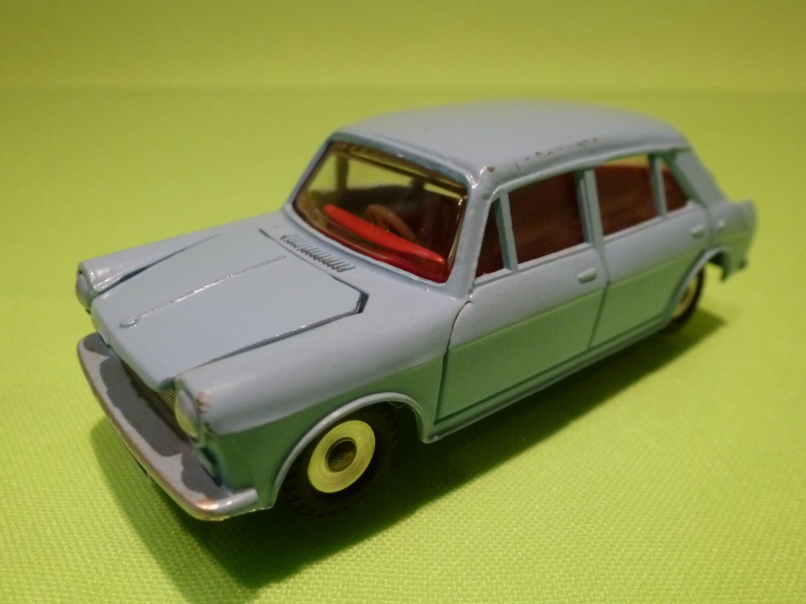 DINKY TOYS 1 43 - MORRIS 1100  NO=140 - RARE SELTEN - NEAR MINT CONDITION
