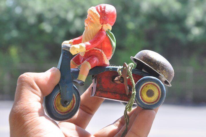 トリプルブリキ&セルロイド玩具に乗ってファインユニークなサンタクロースのビンテージ風