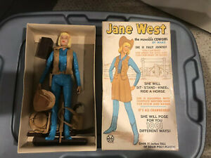 Vintage-1960s-Jane-West-Marx-Doll-With-Lots-Of-Accessories-Marx-2067-With-Box