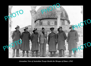 OLD-LARGE-HISTORIC-PHOTO-JERUSALEM-AUSTRALIAN-TROOPS-AT-THE-MOSQUE-OF-OMAR-1942
