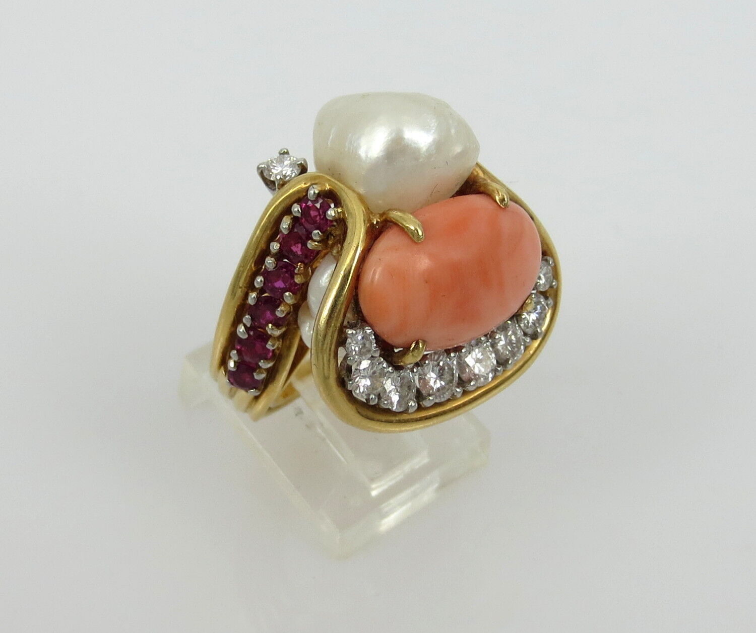 VINTAGE ART PIECE RING 18KT.  YELLOW gold CORAL DIAMONDS AND RUBIES