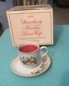 NEW-CUP-amp-SAUCER-VINTAGE-1978-AVON-PORCELAIN-DEMI-CUP-STRAWBERRY-22k-GOLD-TRIM