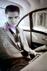 ELVIS-PRESLEY-IN-CAR-STARING-AT-YOU-1955-PHOTO-CANDID