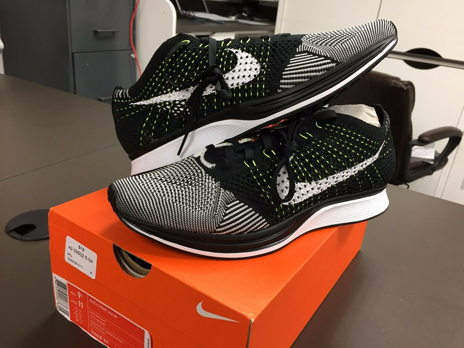 Nike Volt Flyknit Racer Noir blanc Volt Nike Neon 526628 011 Men 695b82