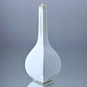 Meissen-Sake-Flasche-mit-Blueten-Relief-Weiss-Gold-Flakon