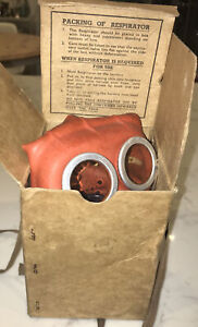 WW2-Mickey-Mouse-Gas-Mask-Boxed-VGC