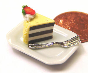 1:12 Scale Slice of Cake on a Plate  Doll House Miniatures
