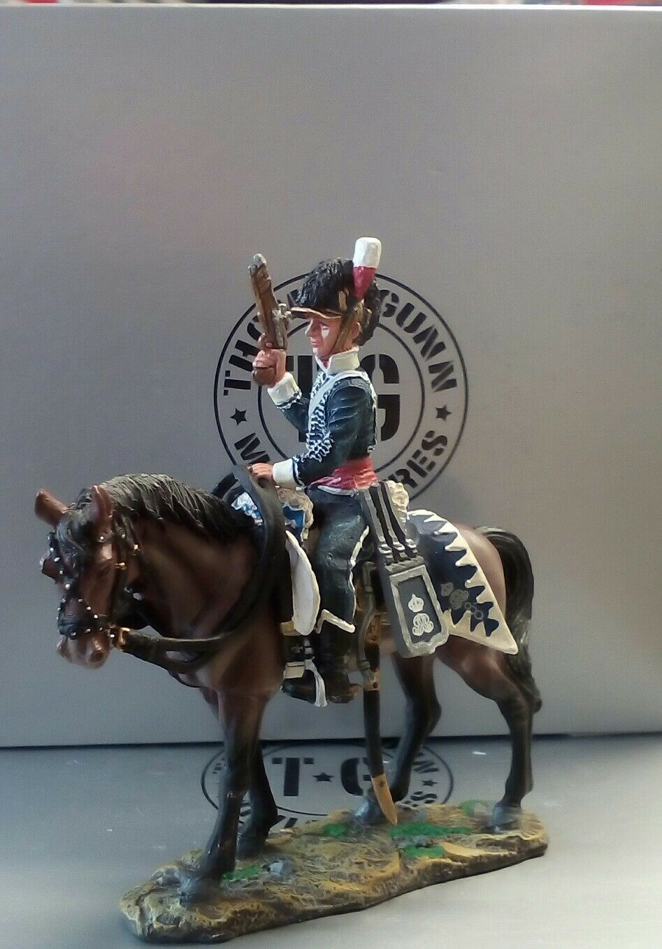THOMAS GUNN MINIATURES MINIATURES NAP026A BRITISH CAVALRY OFFICER WITH PISTOL AND HELMET