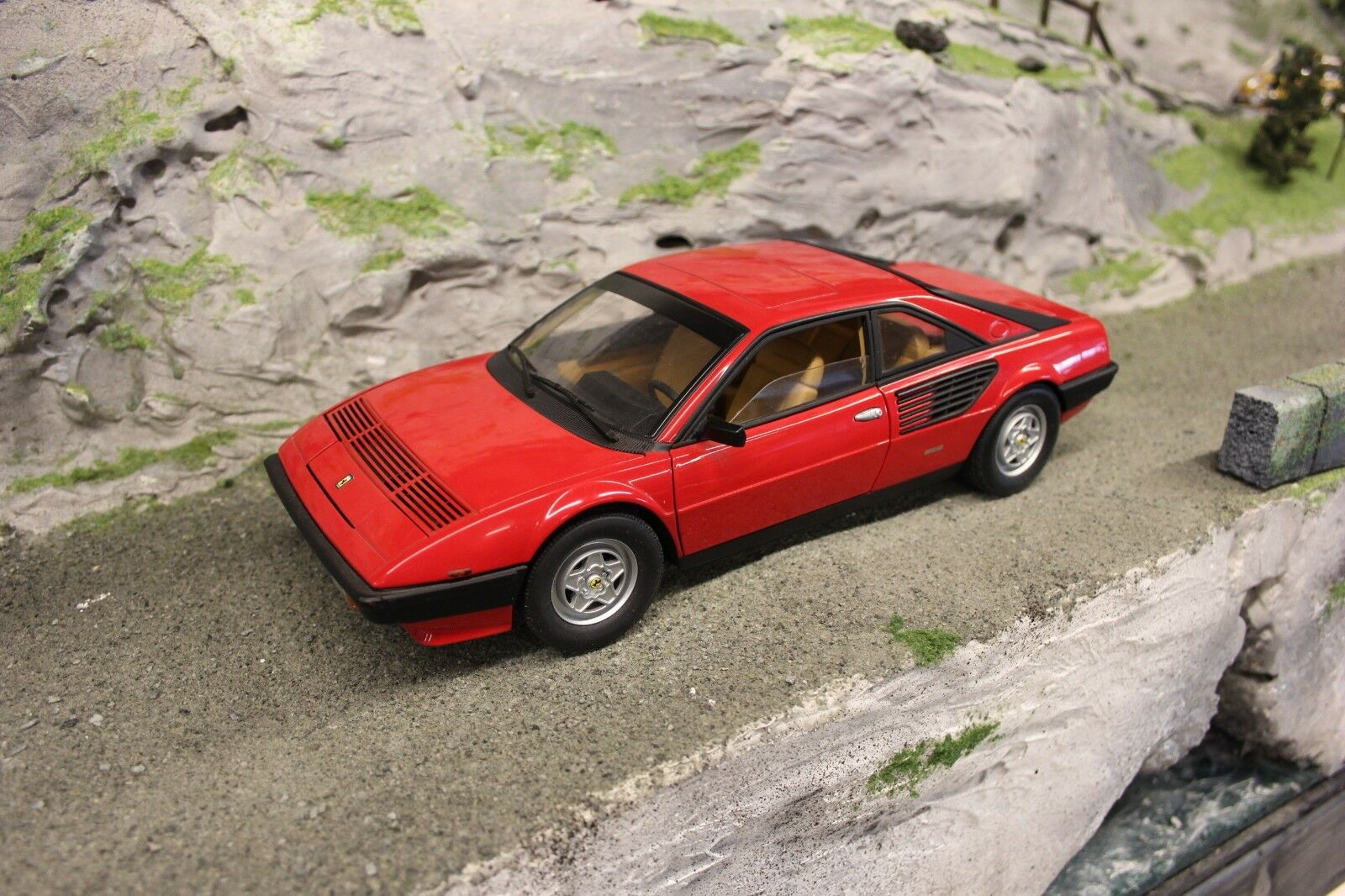 Hot wheels - elite ferrari mondial 1,18 rot 3.2