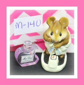 Wee-Forest-Folk-M-140-Just-Checking-Mouse-Scale-1986-White-Blue-Towel-Figure