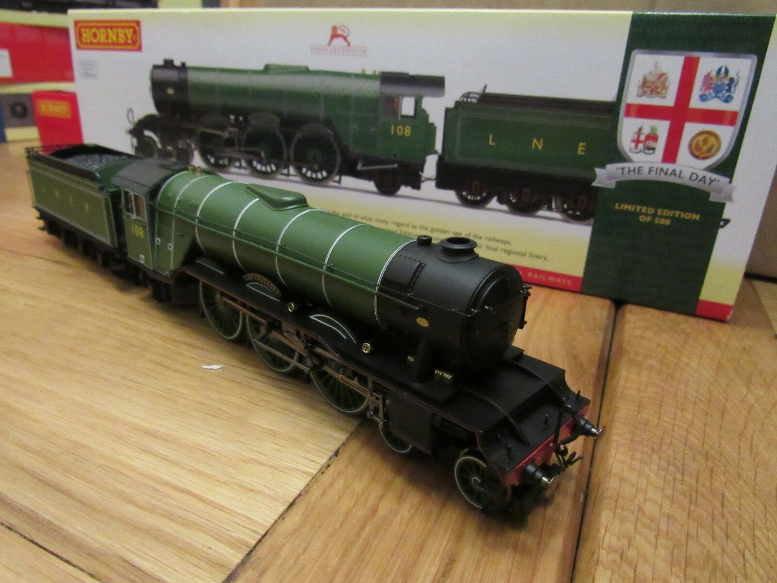 HORNBY  R3518 The Final Day LNER 4-6-2 A3 Class gay crusader l edition dcc ready