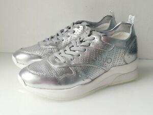 Sneakers cuir argent Liu Jo T41