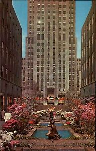 New-York-City-USA-1960-70-Rockefeller-Center-Flowers-in-front-of-RCA-Building
