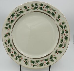 2-Royal-Limited-Holly-Holiday-Dinner-Plates-Porcelain-Japan-Christmas