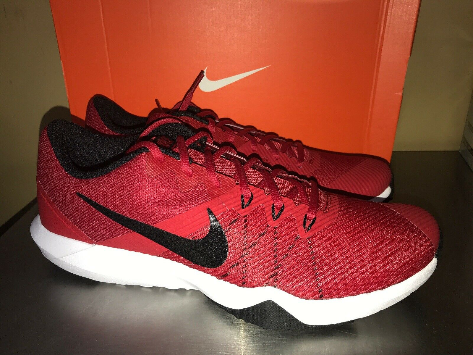 Men's Nike Retaliation TR shoes running training sneakers Red Black Size 11 New