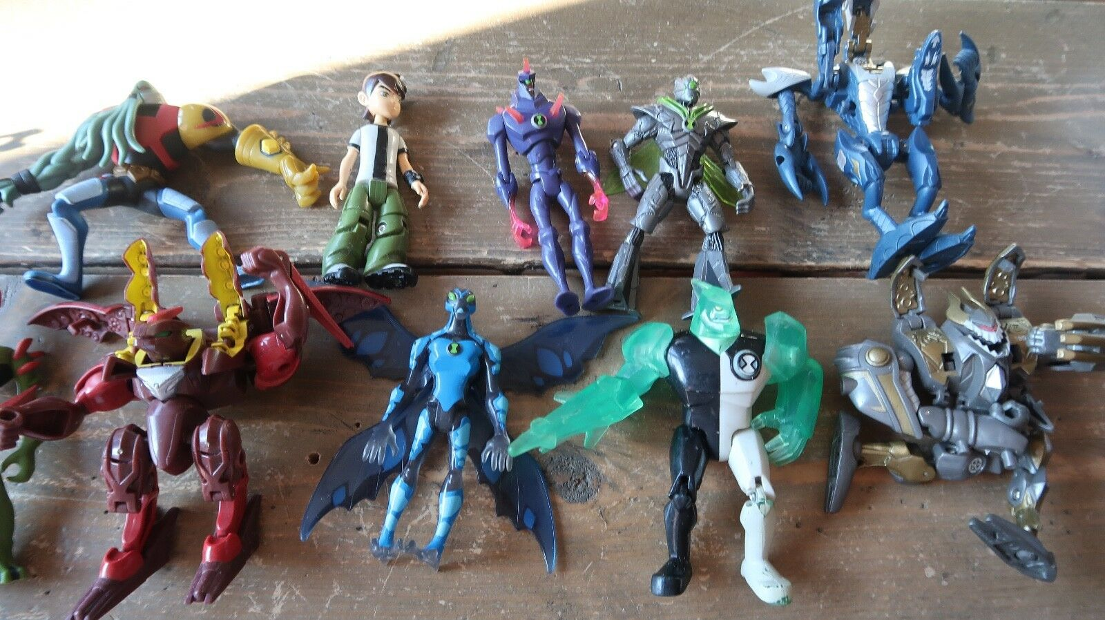 LOT of BEN 10 Action Figures