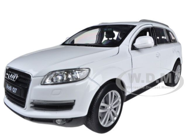 AUDI Q7 WHITE 1/24 DIECAST MODEL CAR BY WELLY 22481