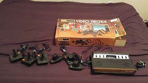 VTG-RARE-SEARS-ATARI-2600-TELE-GAMES-LIGHT-SIXER-CONSOLE-IN-ORIGINAL-BOX-25-GAME
