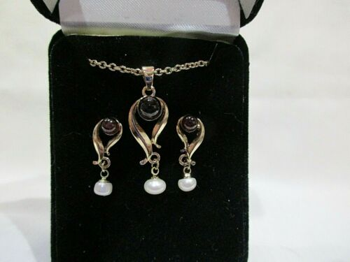 Pendant and Pierced Earring Set Teardrop with Cabo