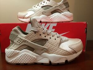 be9e0b4dc223 Women s Nike Air Huarache Run PRM SIZE 6.5 683818-102 Oatmeal Khaki ...