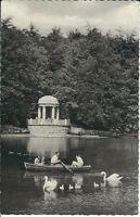 """Ansichtskarte Krefeld am Rhein """"Im Stadtwald mit Schwänen und Ruderboot"""" - s/w"""