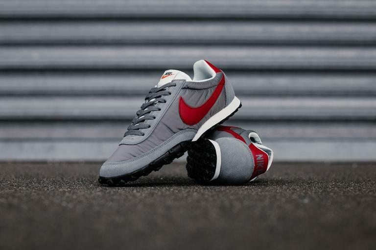 Nike Waffle Racer 17 Cool Grey Gym Red  size 8. 876255-004. internationalist
