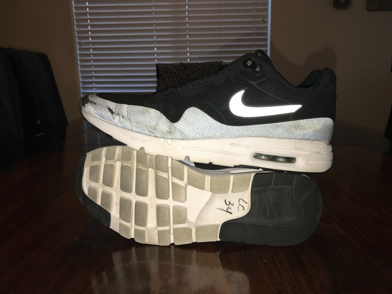 Women's Nike Air Max 1 Ultra Moire Running shoes Size 8 Black 704995-001