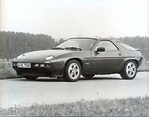 Porsche-928S-original-press-photo