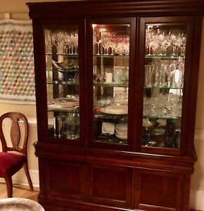 Image Is Loading Hutch China Cabinet Lighted Glass Shelves Mirrored Broyhill