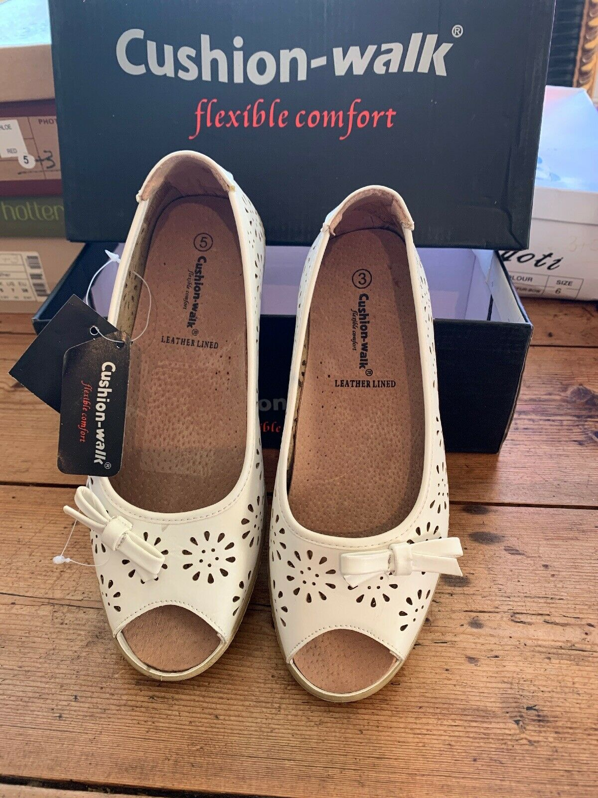 Ladies Cushion Walk Shoes Size 5 for