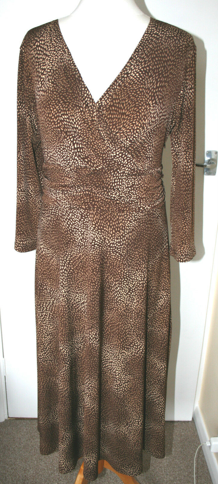 VIYELLA UK14 EU42 BROWN STRETCH JERSEY DRESS WITH 3 4 SLEEVES AND CredVER BUST