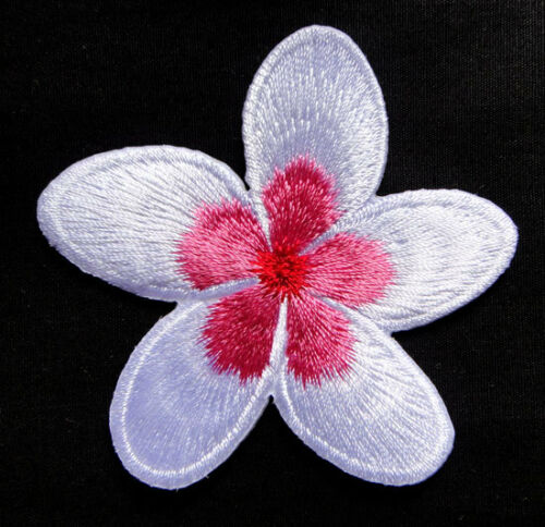 CUTE BEAUTIFUL WHITE FLOWER Embroidered Iron on Patch Free Postage