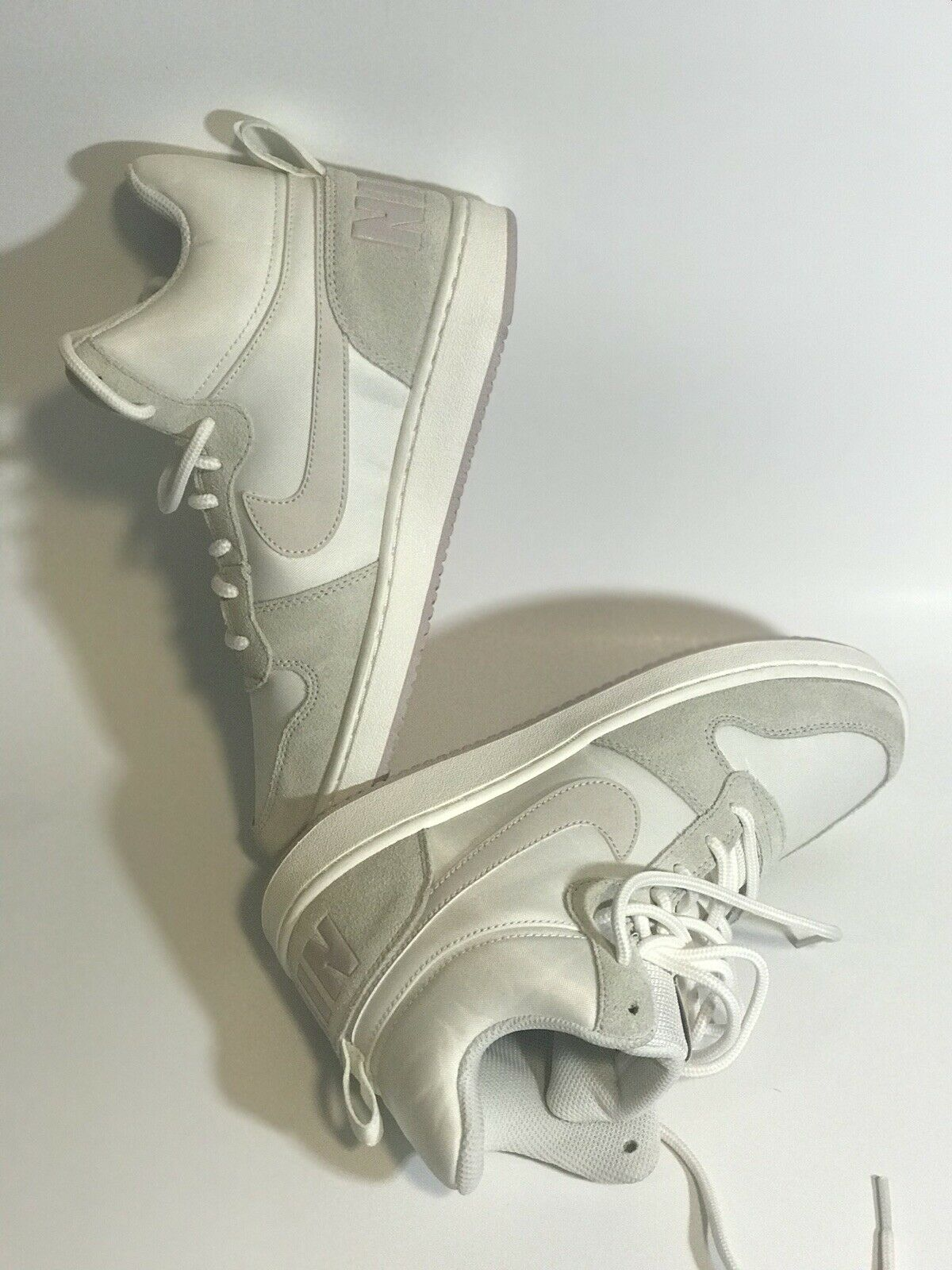 Nike woman shoes size 8 new