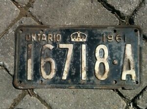 Vintage 1961 Ontario ON Canada Vehicle License Plate Black White ~ POOR 16718 a