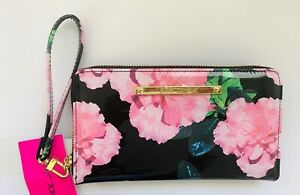 Betsey-Johnson-Z-A-Wallet-Wristlet-Zip-Around-Floral-Blush-Multicolor