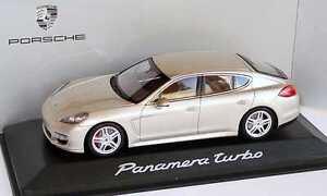 01:43 Porsche Panamera Turbo Argent Platine - Minichamps Dealer-ed