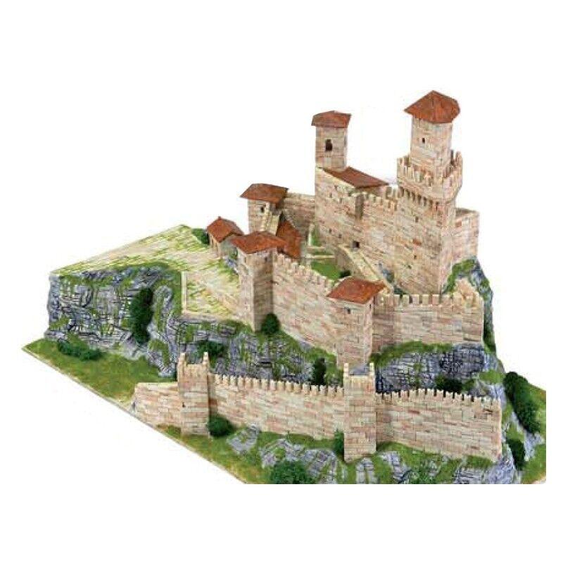 Rocca guaita (prima torre)  repubblica san marino sec. xv 3950 pcs 1 250 model  centre commercial de la mode
