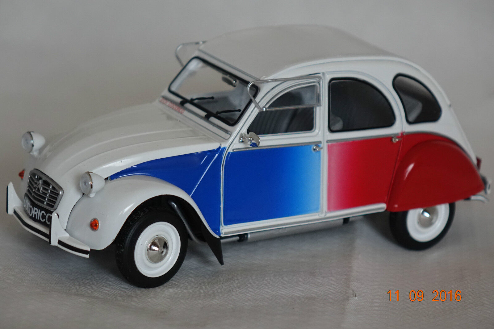 Citroen 2CV 6 Cocorico white-blue-red white-blue-red white-blue-red 1 18 Solido neu + OVP 1850004 a1b7a8