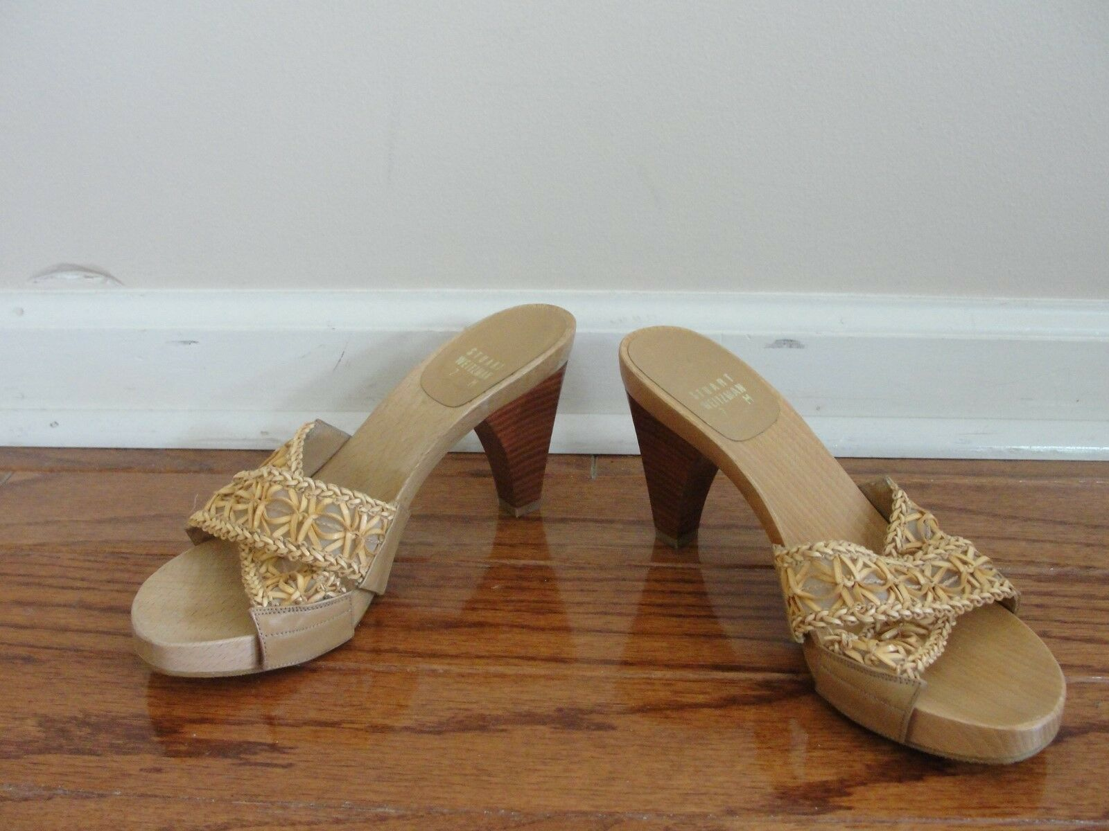 STUART WEITZMAN BEIGE BEIGE BEIGE SLIP ON OPEN TOE MULES 7 WOODEN STUDDED CRISS CROSS e1150b