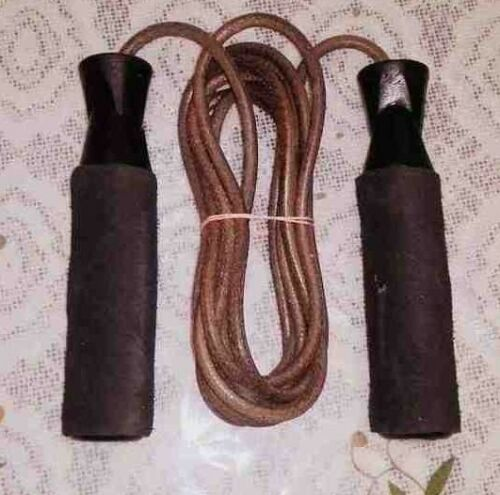 1 x LEATHER NONED JUMP ROPE 9 FEET, Brand New
