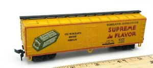HO-Scale-Train-Supreme-in-Flavor-Merchant-Biscuit-Co-Reefer-Car-3905