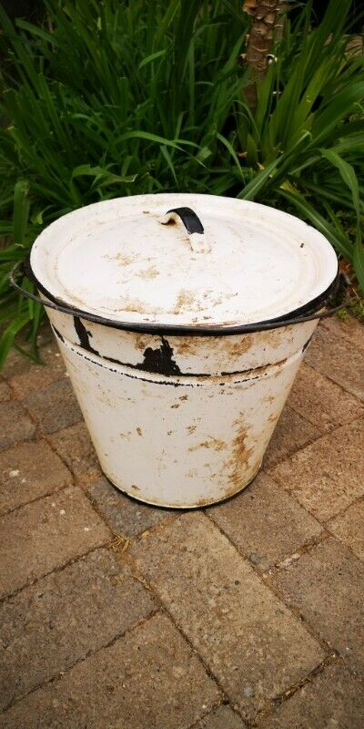 White Enamel Bucket - with Lid (Height 29 cm and Diameter 31 cm) J 6235