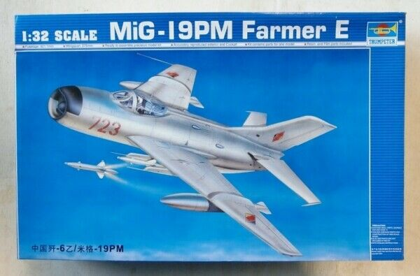 Trumpeter 02804 Modellbausatz MiG-19 PM Farmer E