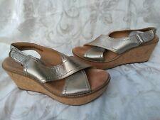 Clarks Artisan Womens Caslynn Diem Wedge Sandals Gold
