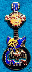 Sydney-Halloween-Volante-Pipistrello-Luna-Piena-Notte-Gibson-Guitar-06-Rock-Cafe